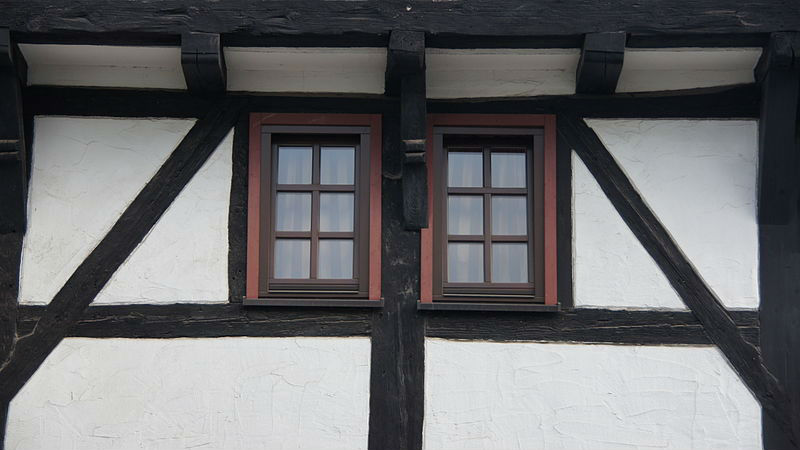 Декоративные элементы фасада фахверк (окно)