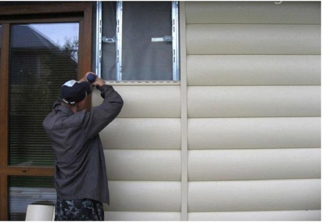 Металлически блокхауз - установка вокруг окна
