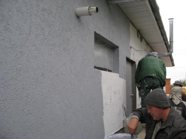 Оштукатуривание газобетонной стены