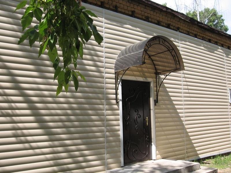 Облицовка деревянного дома блокхаусом: имитация сруба — легко и быстро