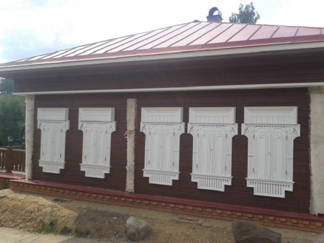 Обшивка старого дома планкеном