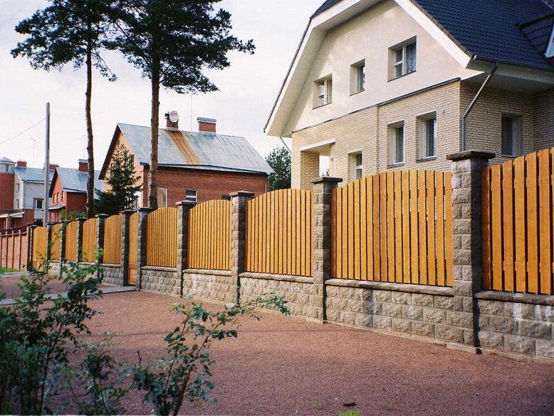 Строим забор из блокхауса своими руками