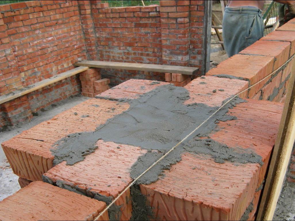 Строительство забора из кирпича и столбов