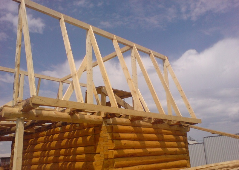 Двускатная крыша для бани
