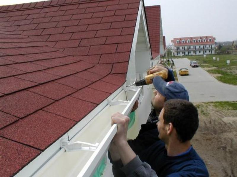 Водостоки и водоотливы для крыши своими руками