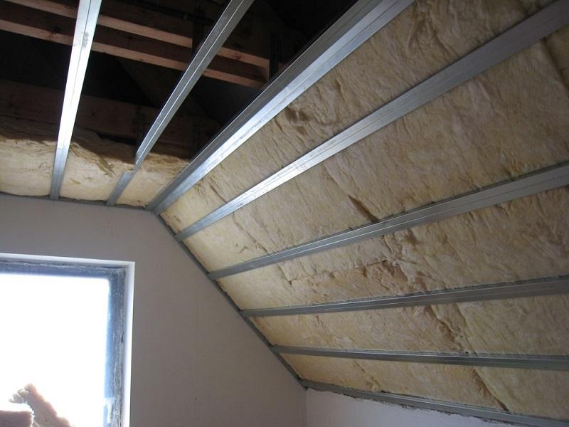 Чем лучше утеплить крышу дома: советы и мнения