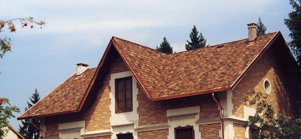 Битумная черепица ложится на крышу любой формы