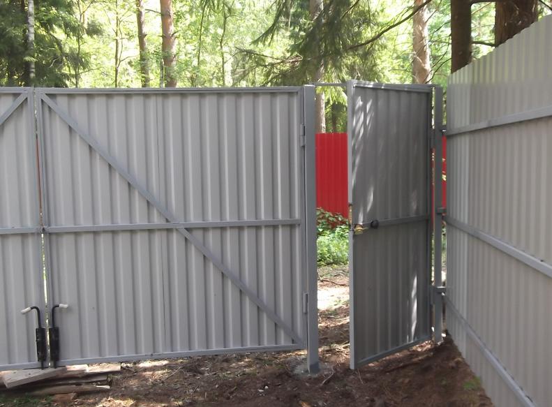 Забор из профнастила калитка