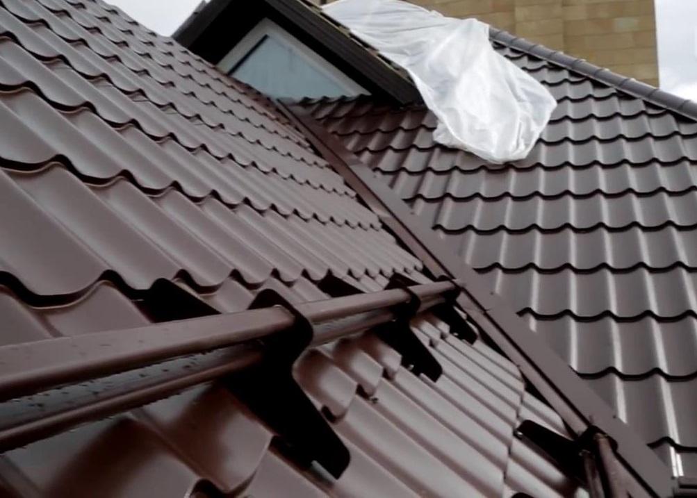 Нужны снегозадержатели для крыши из металлочерепицы