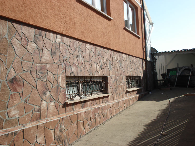 Фото фасада дома — дикий камень