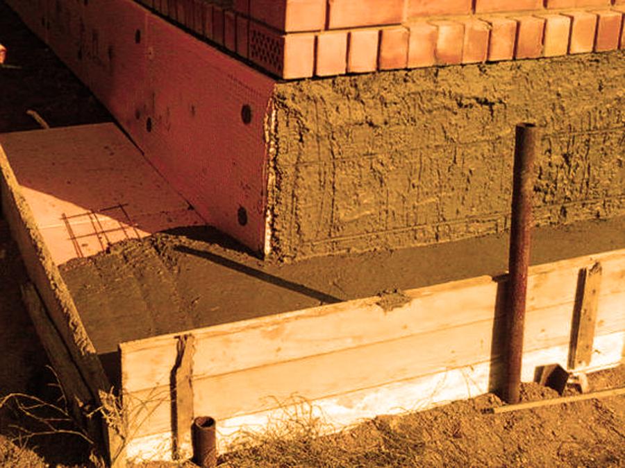 Утепление отмостки и цоколя на углу здания