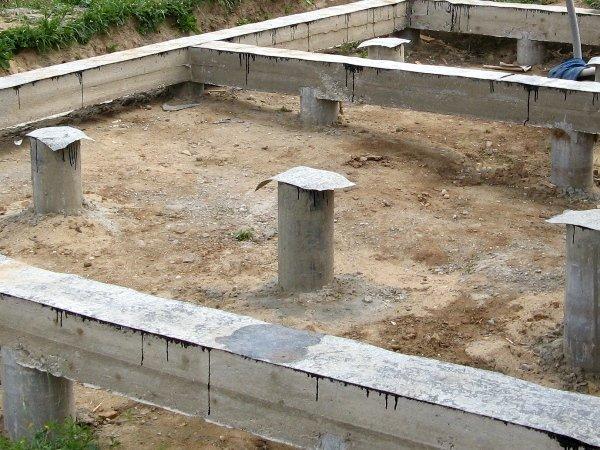 В конструкции может быть использована асбестоцементная труба