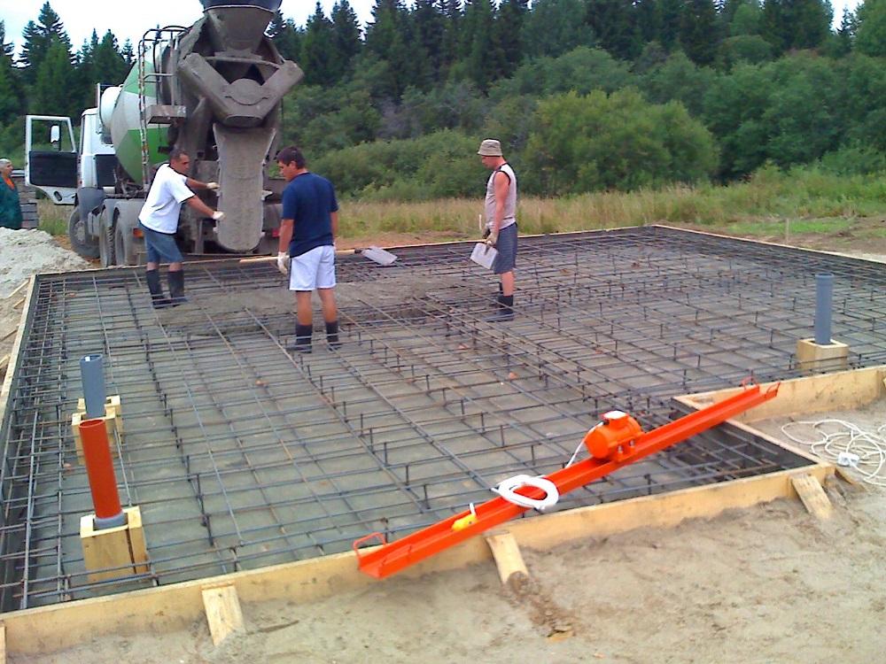 Армирование плитного фундамента выполняется арматурой