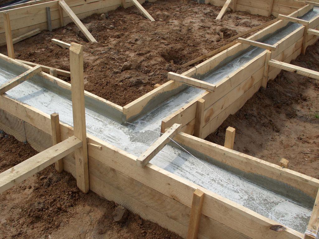 Цена конструкции в немалой степени зависит от марки цемента и качества арматуры